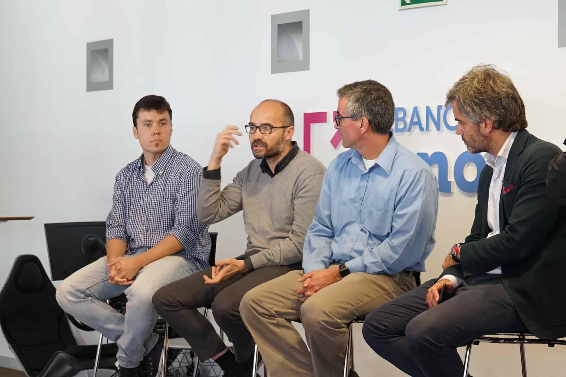 Mesa redonda emprendedores