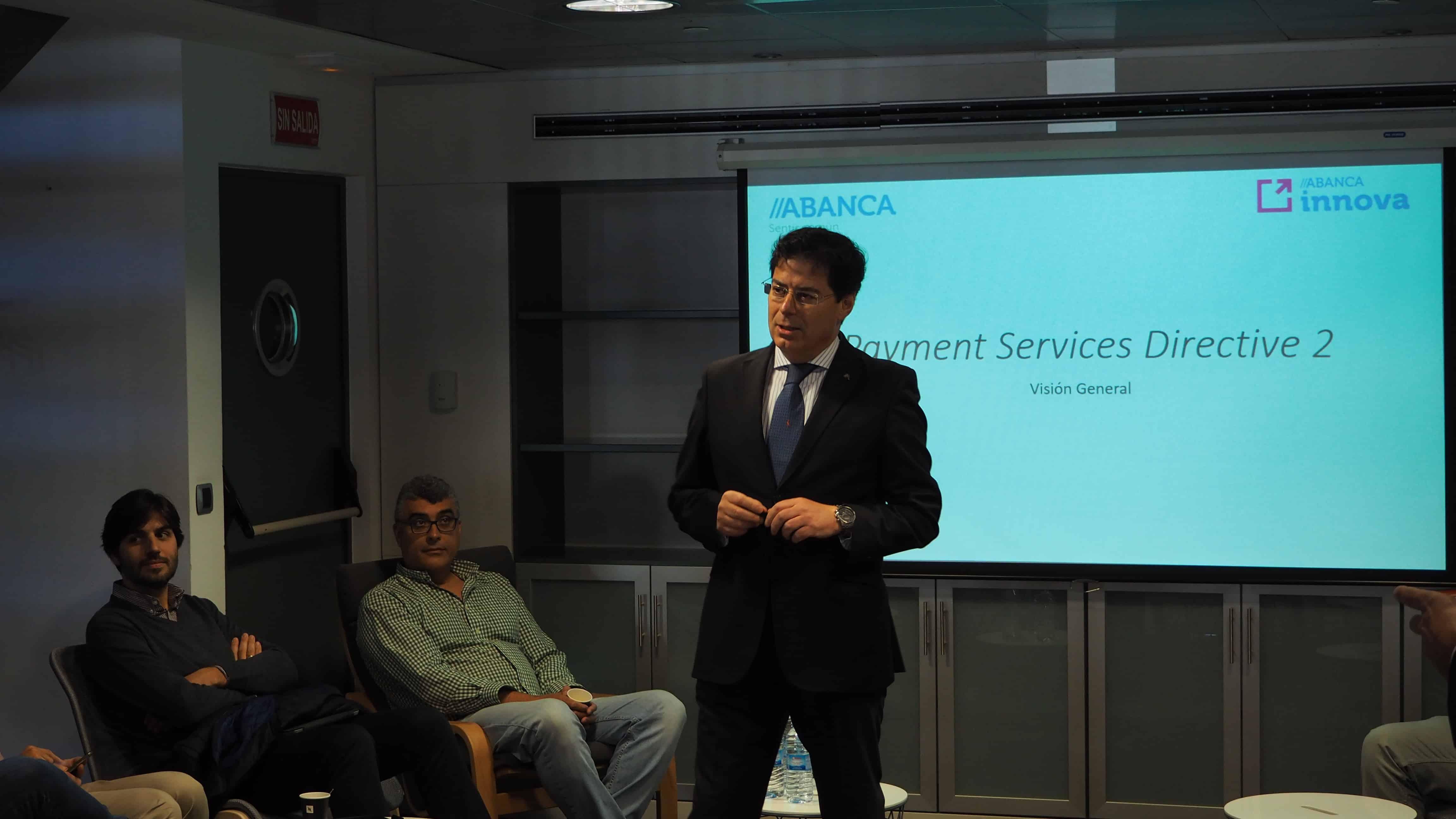 Manuel Rodríguez introduciendo los conceptos básicos de la PSD2